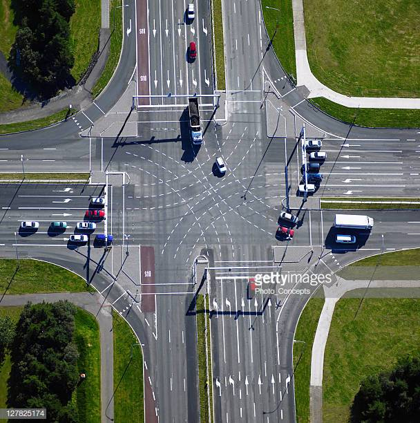 Reduce Crashes: Learn the Right Way to Deal With ...One Way Street Intersection